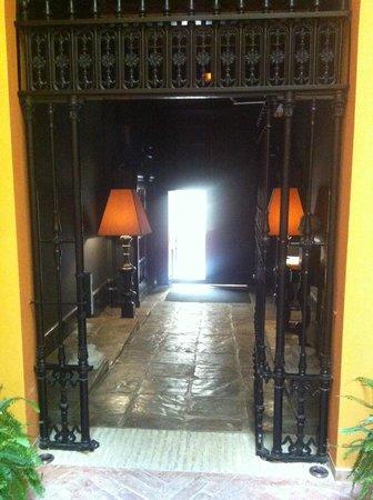 Boutique Hotel Casa del Poeta: Entryway to hotel