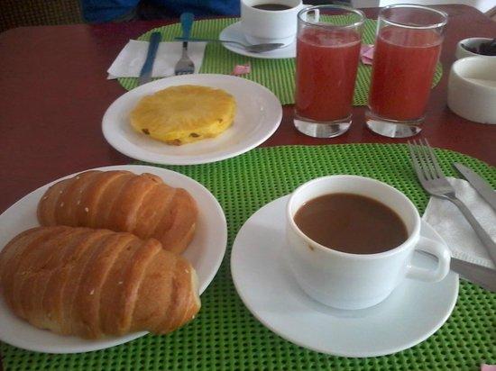 Casa Kanela: Nuestro desayuno, solo me falto fotografiar los huevos revueltos