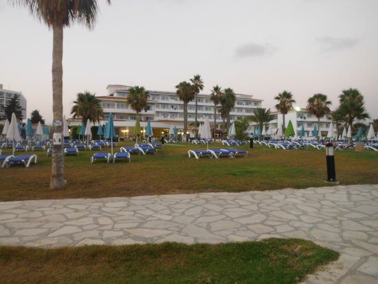 SENTIDO Cypria Bay : view of hotel from beach
