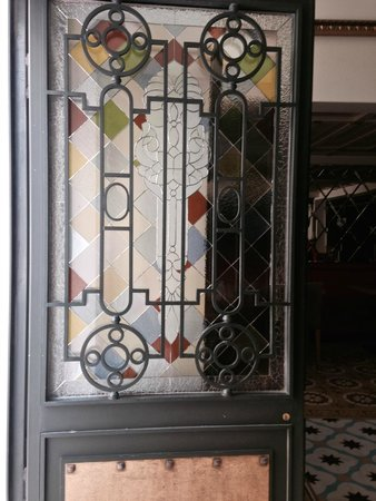 ottopera Hotel: Beautiful antique front door