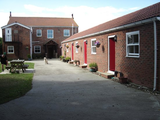 Paull Holme Farm B&B: Three rooms and kitchen at far end