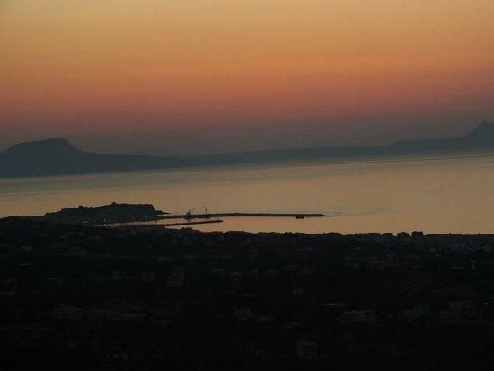 Thavma Coffee Drinks & Cretan food : Il porto di Rethymnon