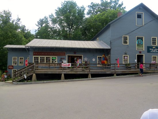 Waterwheel Cafe, Bakery & Bar: View of general store area