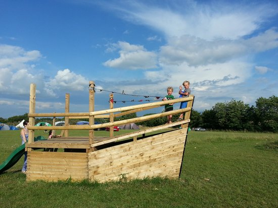 Pitchperfect Camping : pirate ship