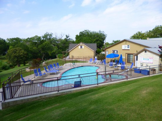 Inn on Barons Creek : Pool During Day