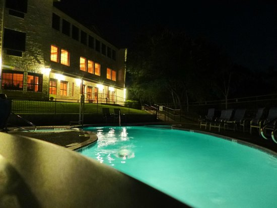 Inn on Barons Creek : Pool At Night