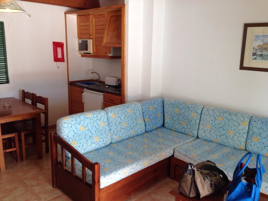TRH Tirant Playa: Lounge area kitchen
