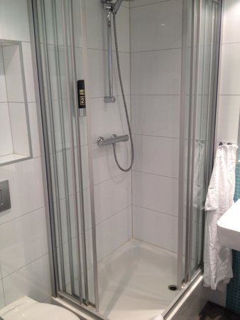 MEININGER Hotel Wien Downtown Franz: shower
