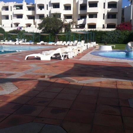 Albufeira Jardim - Apartamentos Turísticos : Old worn pool area