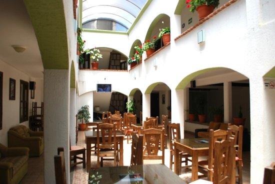 Jardines de Luz Hotel: Patio Restaurant