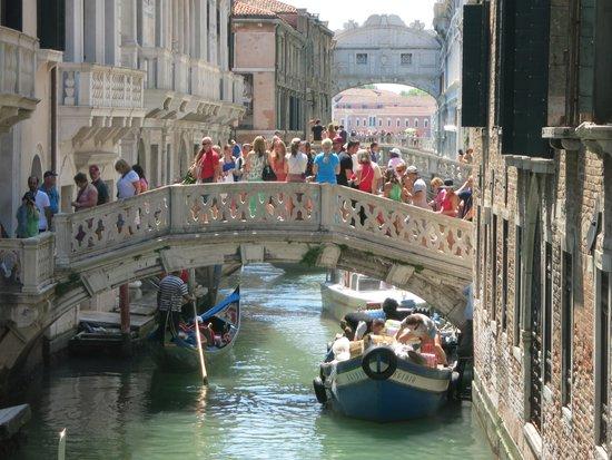Ambasciatori Hotel: Bridge of sighs
