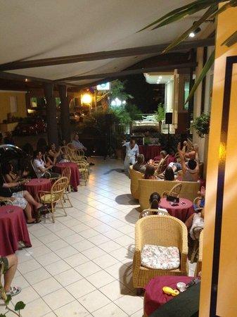 Hotel Aurora: La sera come in famiglia