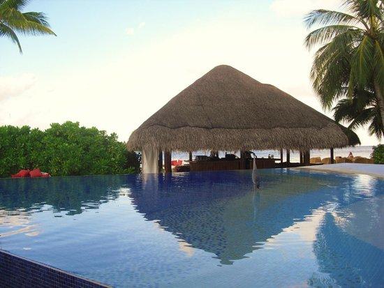 Kuramathi Island Resort: Piscina 2