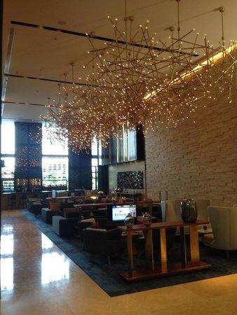 Hilton Mexico City Santa Fe: Lobby bar