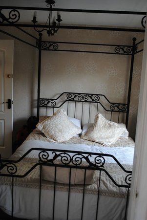 The Timbers Bed & Breakfast: Four Poster bed