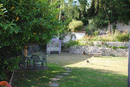 The Timbers Bed & Breakfast: Huge garden