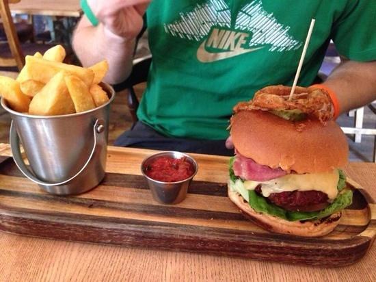 The Bell at Caerleon: Burger