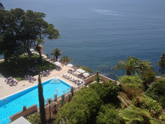 Belmond Reid's Palace: Pool and ocean