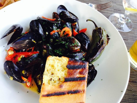 The Glitretind Restaurant: Corn and mussels with peppadew peppers yum!
