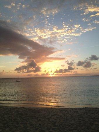 Carimar Beach Club: sunset