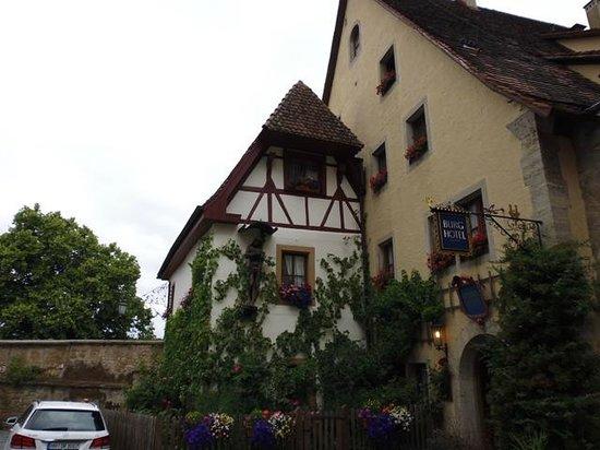 Burghotel: A fachada do hotel, linda!