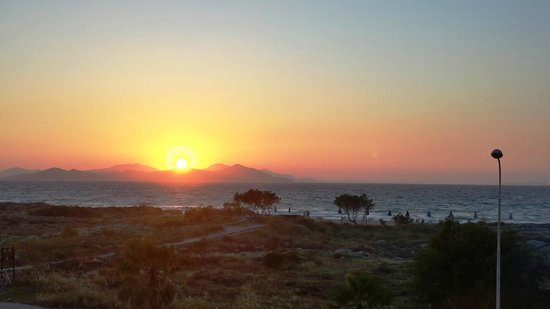 Pelagos Suites Hotel: Por do sol visto da suite