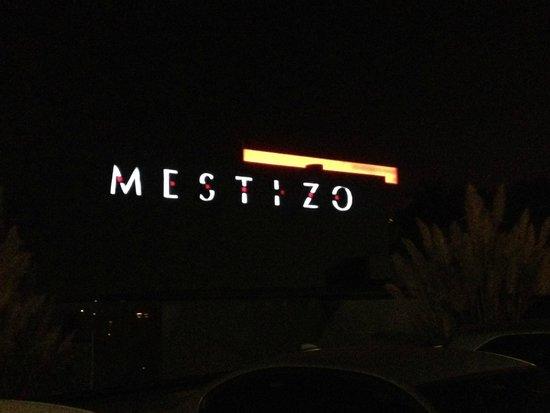 Mestizo: Frente do restaurante