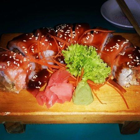 Tabetai Sushi Bar : Excelente combinacion de colores y sabores...