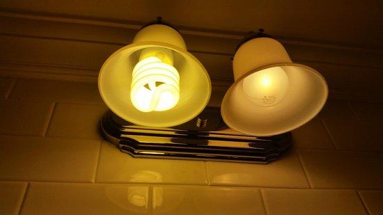 Castle Hotel & Spa: mismatched light bulbs in bathroom