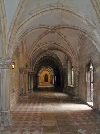 Thurn und Taxis Palace: A beautiful arched passageway.