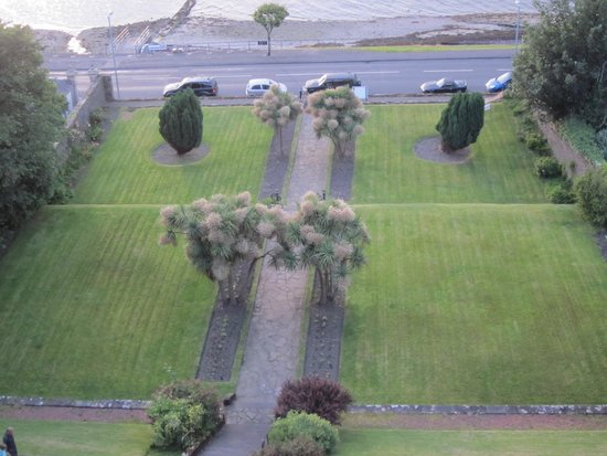 The Glenburn Hotel Ltd: view from Hotel window of grounds to Rothesay bay