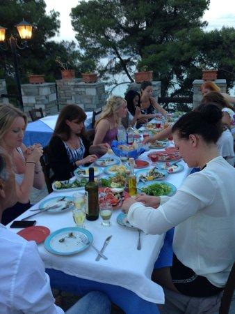Alexander The Great Beach Hotel: Trevlig middag