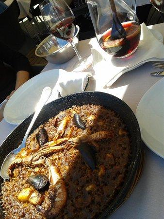 Platja Ca La Nuri : Paella com sangria...tudo de bom!
