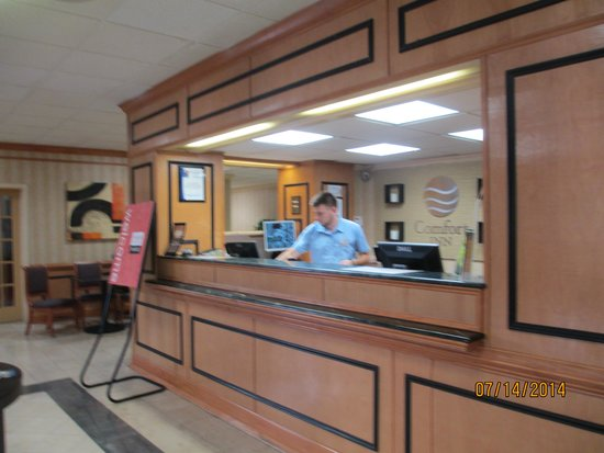Comfort Inn Petersburg: Front Desk