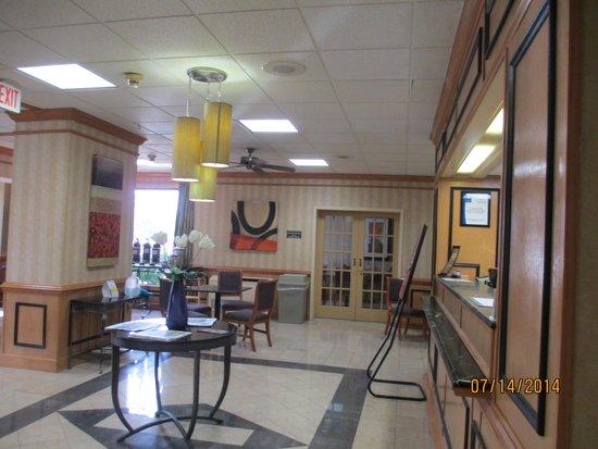 Comfort Inn Petersburg - Fort Lee: Lobby looking at Breakfast area