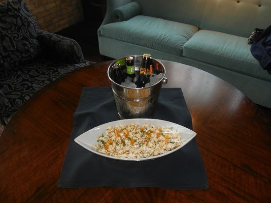 Iron Horse Hotel: Beer and Popcorn!