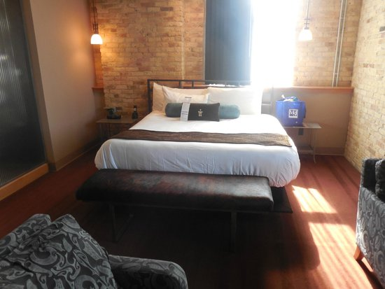 Iron Horse Hotel: Bed