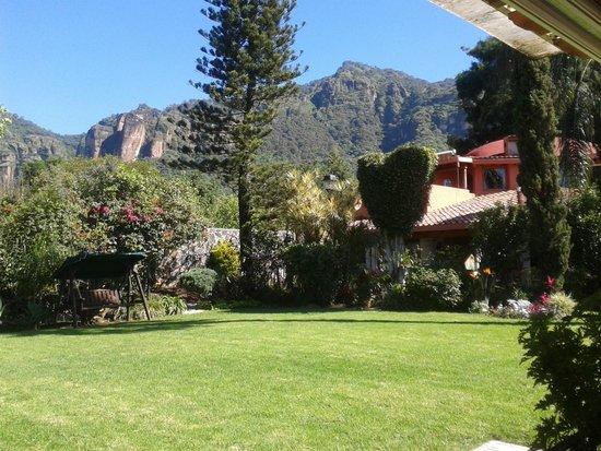 Villa del Tepoz Fuego : El paisaje que se puede apreciar desde el restaurante.