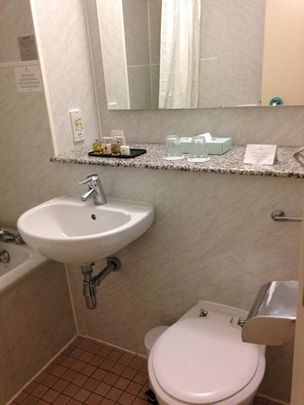 Copthorne Tara Hotel London Kensington: bath