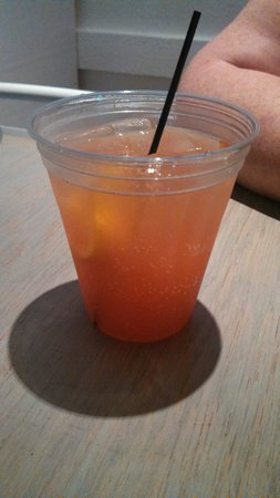 Tybee Island Social Club: Blood orange sangria's....wonderful