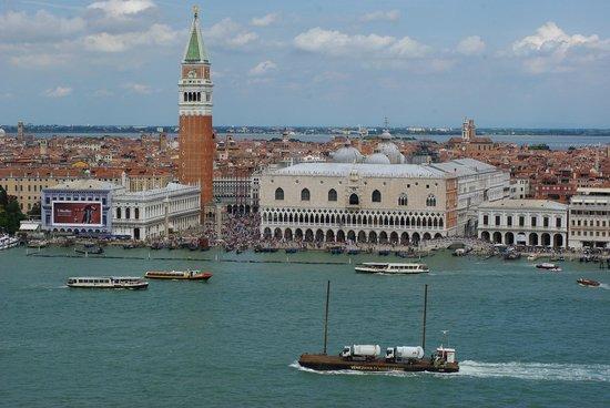 San Giorgio Maggiore : Вид с колокольни на площадь Сан-Марко и дворец Дожей