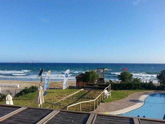 SunConnect Zorbas Village : Widok na plażę od strony brodzika