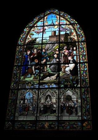Eglise Saint-Sulpice de Fougeres: Magnifique vitraux