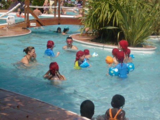 Yelloh! Village Le Sérignan-Plage : club enfants à la piscine