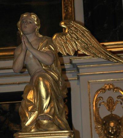 Eglise Saint-Sulpice de Fougeres: les anges de l'autel