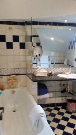 Burghotel Auf Schönburg: Bathroom