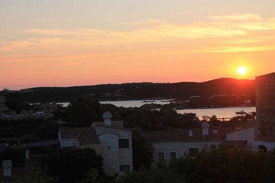 Al Saraceno Residence: L'alba Sulla baia di Liscia di Vacca