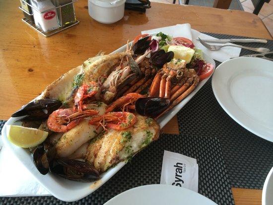 S'Amfora Restaurant: Mixed grilled fish!