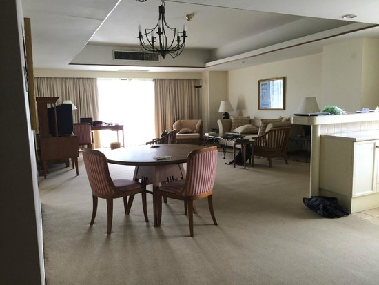 Pantip Suites Sathorn: 1 view of the livingroom