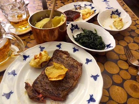 Cestr: Delicious steak with sides